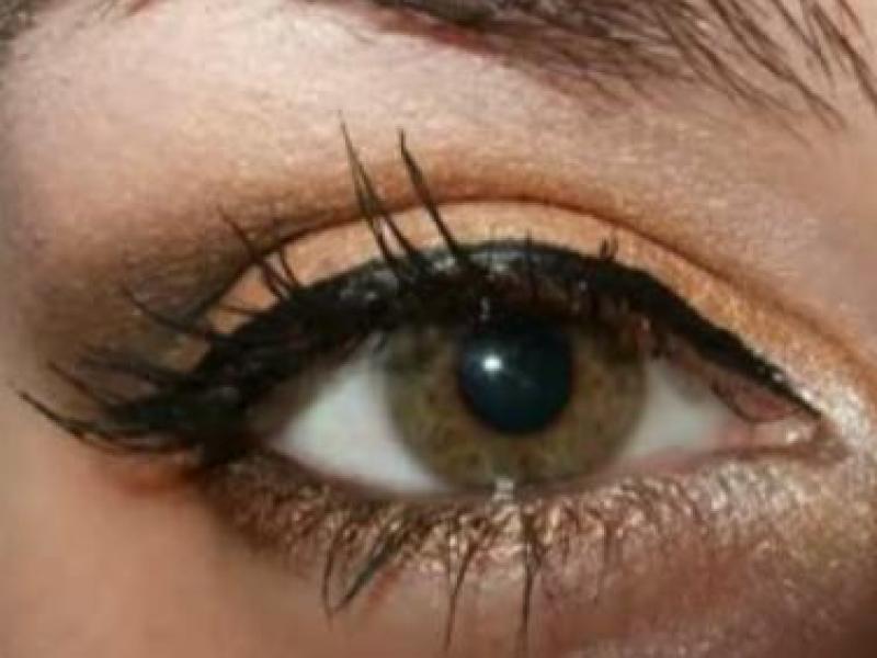 Złoty makijaż oczu (video)