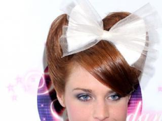 Kto wygląda ładniej w rudych włosach: