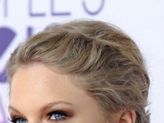 Kto wygląda ładniej w takiej fryzurze?