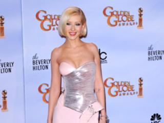 Która lepiej wygląda w sukience z gorsetem?