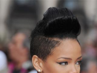 Która piosenkarka wygląda lepiej w takiej fryzurze: