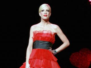 Podczas pokazu mody na wybiegu lepiej prezentowała się: