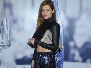 W długiej cekinowej spódnicy lepiej wygląda: