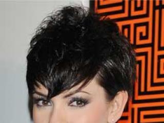 W której fryzurze Dorota Gardias wygląda ładniej: