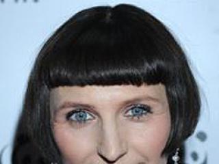 W której fryzurze Reni Jusis wygląda lepiej?