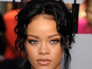 W której wersji Rihanna bardziej Wam się podoba?