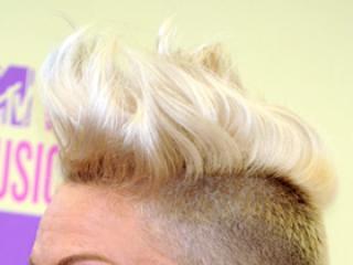 W punkowej fryzurze lepiej wygląda: