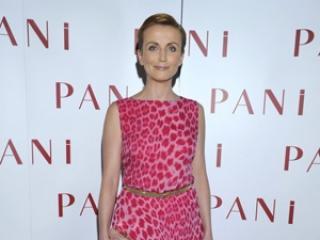W różowej sukience lepiej wygląda: