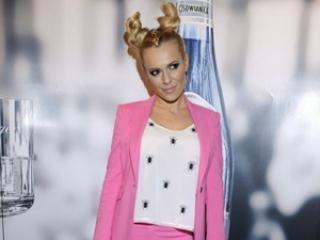 W różowym garniturze lepiej wygląda: