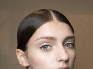 Wolicie falowane, rozpuszczone włosy czy gładkie, związane w koński ogon?