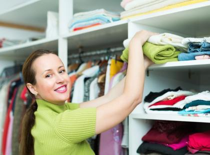 10 porad, jak urządzić garderobę i rozplanować miejsce w dużej szafie