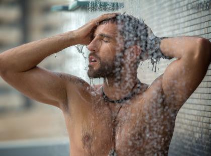 10 rzeczy, które powinny znaleźć się w kosmetyczce nowoczesnego mężczyzny. Także tej wakacyjnej!