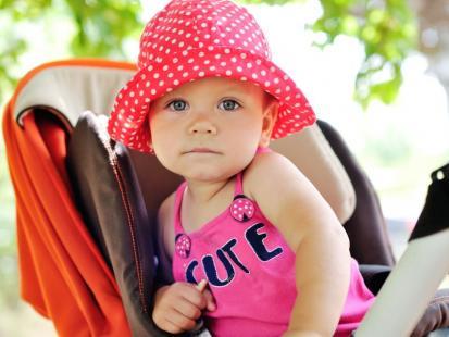 10 ważnych rad, jak przetrwać upały z niemowlakiem