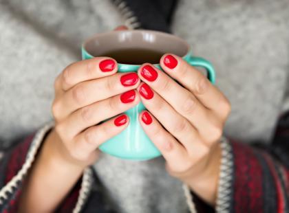 13 sygnałów odwodnienia organizmu + 7 trików, by pić więcej wody jesienią i zimą