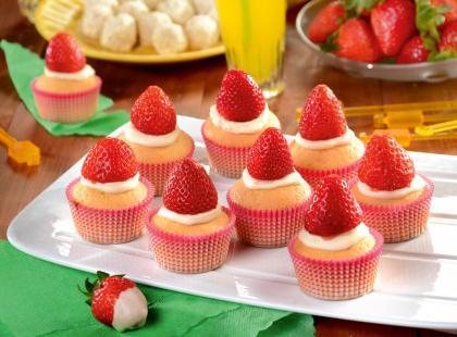 15 przepisów na letnie dania z truskawkami