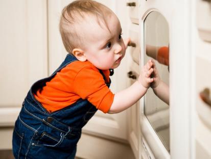 15 rad, jak zabezpieczyć dom i nie dopuścić do wypadku dziecka