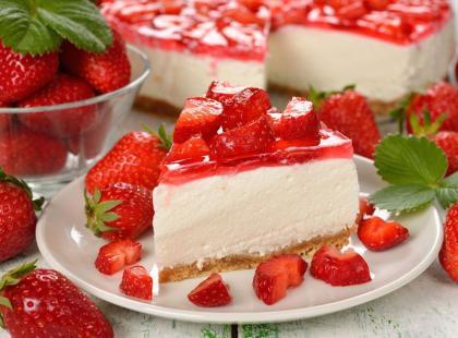 27 przepisów na ciasta z truskawkami