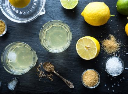 3 przepisy na domowe izotoniki. Kiedy warto sięgać po napoje izotoniczne?