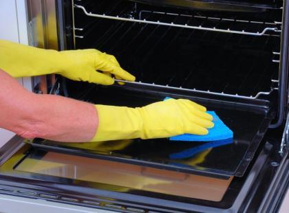 3 sposoby na szybkie wyszorowanie piekarnika i mikrofalówki