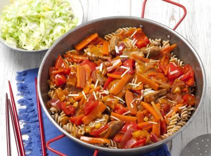3 szybkie przepisy: polędwiczki wieprzowe w sosie śmietanowym, miodowo-winnym i malinowym