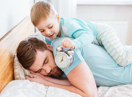 3 zasady, jak przestawić dzieci z czasu letniego na zimowy