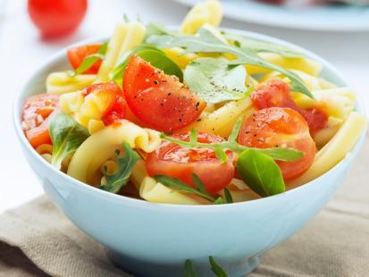 30 pomysłów na sałatkę z makaronem