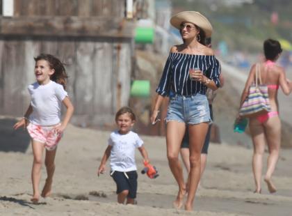 35-letnia piękna Alessandra Ambrosio z dziećmi na plaży