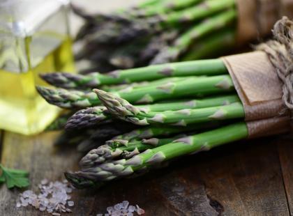 4 banalnie łatwe i pyszne przepisy na sos do szparagów