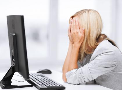 4 kluczowe elementy prawidłowej postawy przy komputerze