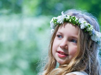 4 ozdoby do włosów na Komunię, które pasują każdej dziewczynce!