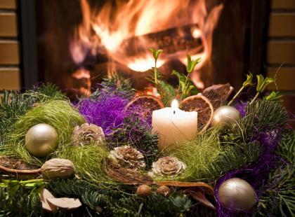 4 pomysły - jak zrobić świąteczny stroik ze świecą?