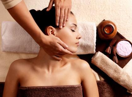 4 pomysły na masaż karku, który zrobisz sama w domu!