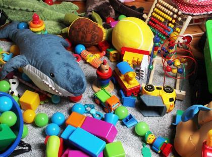 4 pomysły na to, co zrobić z niepotrzebnymi zabawkami