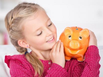 4 praktyczne rady, jak nauczyć dziecko oszczędzania