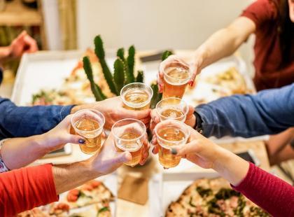 5 dowodów na to, że pizza z przyjaciółkami jest lepsza od joggingu