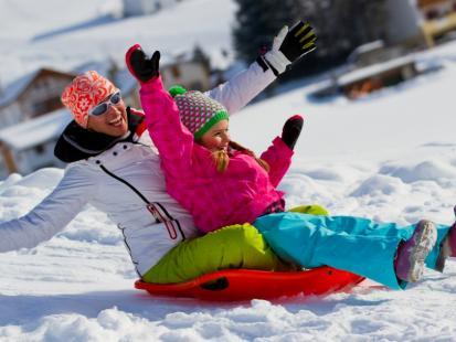 5 korzyści z zimowych spacerów z dzieckiem