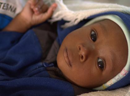 5-miesięczny Abel ważył tyle, co noworodek (niecałe 4 kg)! Wciąż walczy o życie...