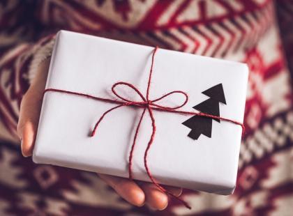 5 najlepszych pomysłów na minimalistyczne (i piękne!) zapakowanie prezentów świątecznych