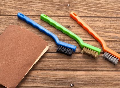 5 nietypowych zastosowań papieru ściernego w domu