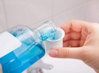 5 nietypowych zastosowań płynu do płukania ust
