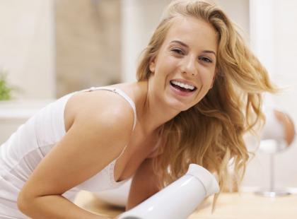 5 nietypowych zastosowań suszarki do włosów