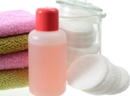 5 nietypowych zastosowań zmywacza do paznokci