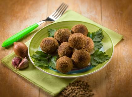 5 pomysłów na szybkie wegetariańskie pulpety, które przygotujesz z warzyw z puszki