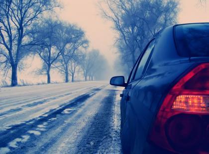 5 rad, jak uniknąć poślizgu na drodze