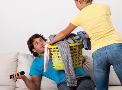 5 sposobów, jak zachęcić mężczyznę do domowych obowiązków