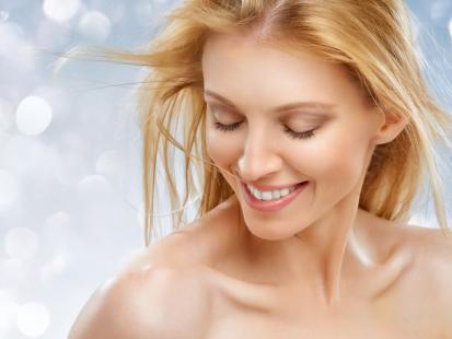 5 sposobów na elektryzujące się włosy