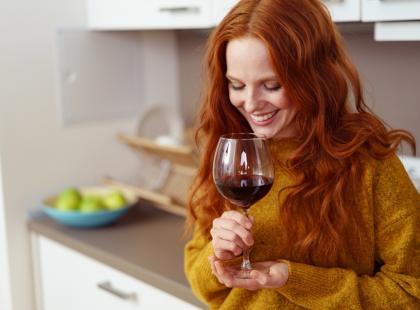 5 trików, jak otworzyć wino bez korkociągu