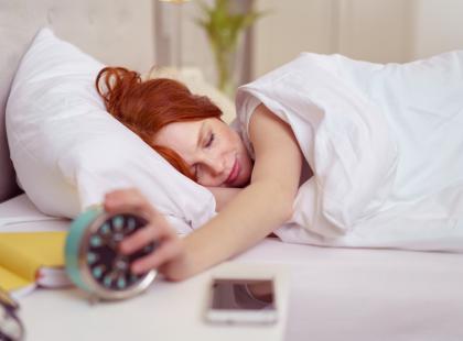 5 wieczornych czynności, które sprawiają, że jesteś niewyspana i masz problemy z koncentracją