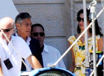 55-letni George Clooney z narzeczoną na planie filmowym