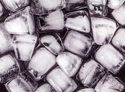 6 nietypowych zastosowań kostek lodu w domu